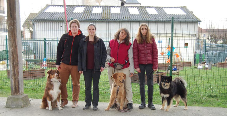 3 chiens visiteurs au club – Copains des Truffes
